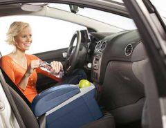Auto-Kühlbox auf dem Beifahrersitz